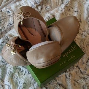 Kate Spade Globe ballet flat in Powder Nappa